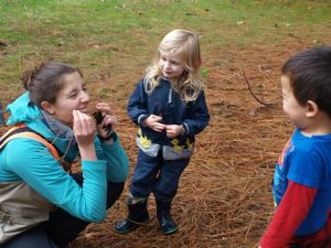 Fiddleheads instructor Sarah Heller teaching preschoolers in the Arboretum.